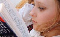 Studenten helpen leerlingen in VK